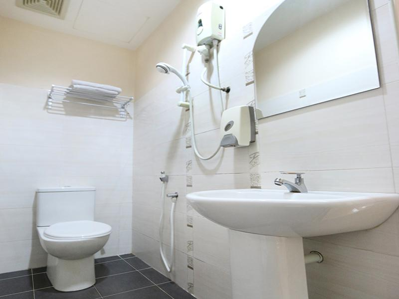 Deluxe Executive Room Toilet